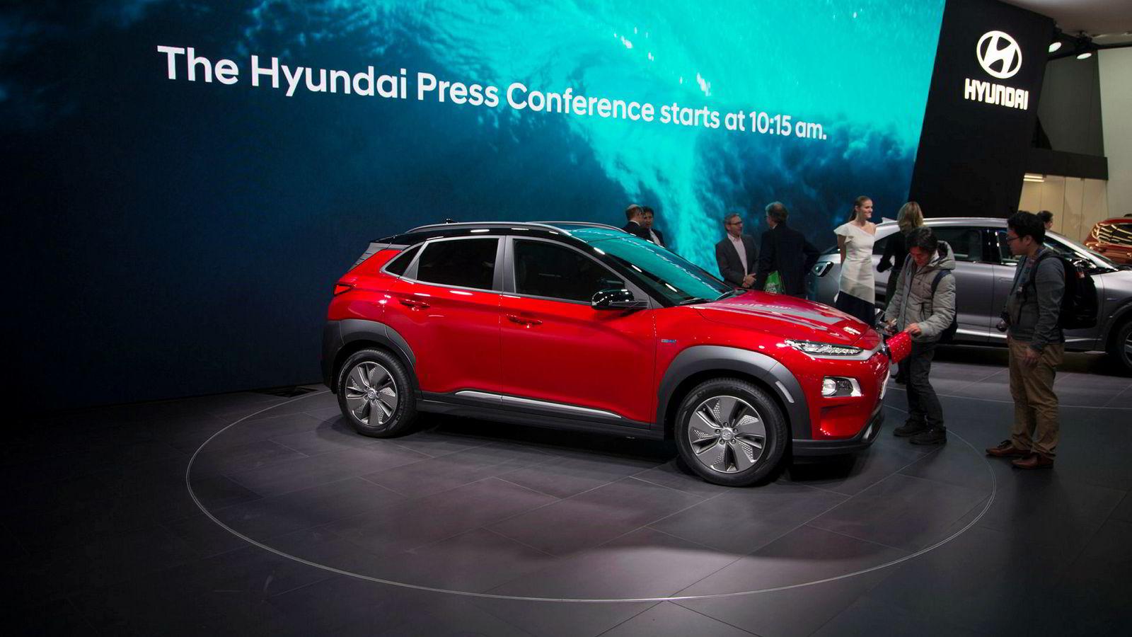 Hyundai Kona er en av elbilene nordmenn har stilt seg i kø for. Bilen, som kommer til Norge i juli, ble presentert på bilmessen i Genève tidligere i år.