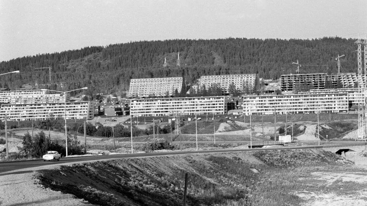 Slik så det ut da drabantbyen Stovner i Oslo ble bygget ut mot slutten av 60-tallet. Peter Batta i Huseiernes Landsforbund savner Gerhardsens boligpolitikk.