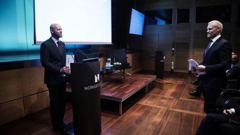 Lars Oswald Dahl (t.h.) tjente mer enn NBIMs administrerende direktør Yngve Slyngstad (t.v.) i sitt første år som direktør i Oljefondets eiendomsorganisasjon. Foto: Fartein Rudjord