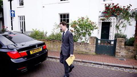 UT AV REGJERINGEN. Visestatsminister Nick Clegg vil frede 10 milliarder pund i utdannelsesbudsjettene, hvis ikke truer han med å forlate regjeringen etter valget. Foto: Carl Court Afp/NTB Scanpix