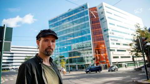 – Når styret ikke tar innover seg at klubben ikke har tillit til Anna B. Jenssen, så ser vi oss tvunget til å utdype hva som har ført til mistilliten, sier klubbleder Jo T. Gaare i Morgenbladet.