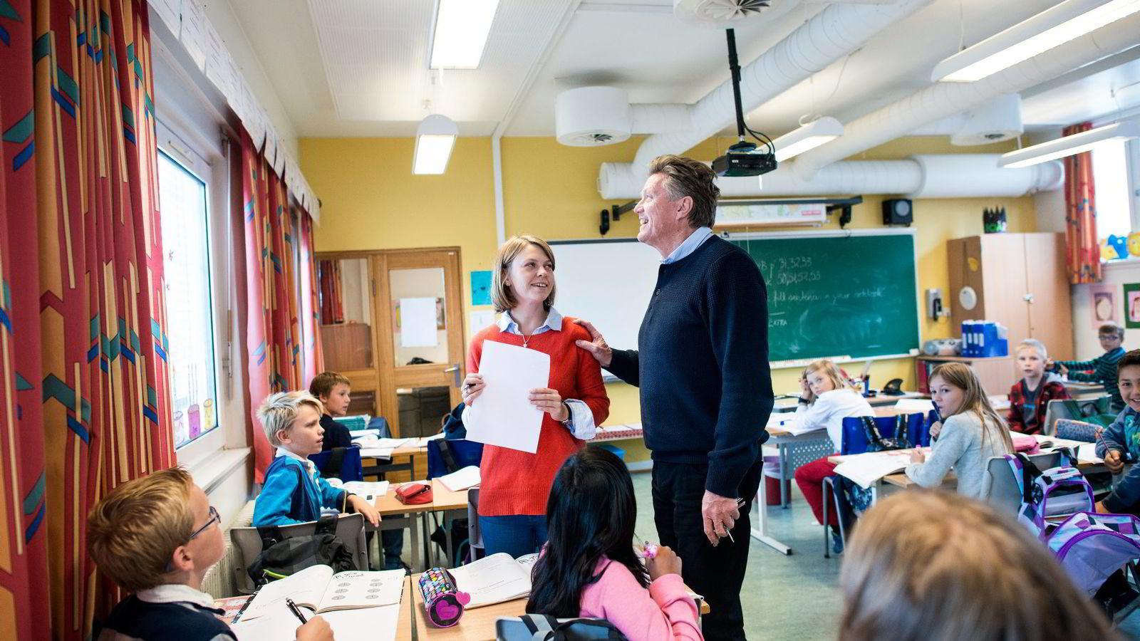 PRINSESSESKOLE. Byrådet i Oslo går inn for å opprette en offentlig IB-linje på grunnskolenivå, som et alternativ til Oslo International School. Her lærer Anne-Marte Ravnestad, rektor på Manglerud skole Tom Moen og klasse 5A.