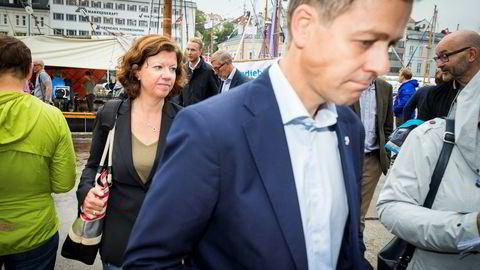 Kommunikasjonssjef Mona Høvset i KrF bekrefter nå at partiet har fått flere utmeldinger enn innmeldinger siden veivalget som ble tatt fredag. Her under Arendalsuka med partileder Knut Arild Hareide.