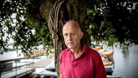 Sjefen for Norges største kreftavdeling, Stein Kaasa, advarer om at likebehandlingen av kreftpasienter i offentlige sykehus står i fare.