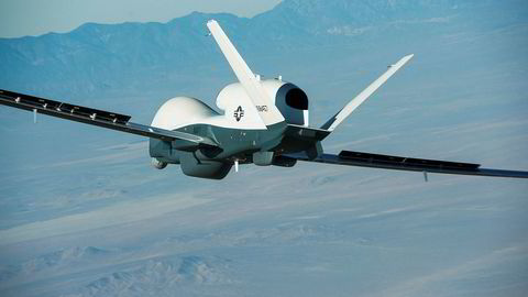 En drone av denne typen, Triton bygget av det amerikanske selskapet Northrop Grumman, er skutt ned av Iran ved Hormuzstredet. USA og Iran krangler om hvorvidt dronen befant seg i internasjonalt eller iransk luftrom da den ble skutt ned av en bakke-til- luftrakett.
