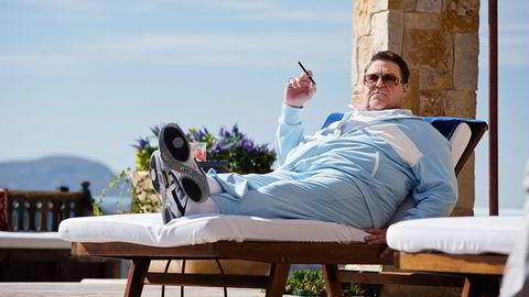 En gruppe investoraktivister ville begrense røyking i Time Warners filmer, som her, fra Hangover III med skuespiller John Goodman. Foto: Melina Sue Gordon/Warner Bros/Filmweb