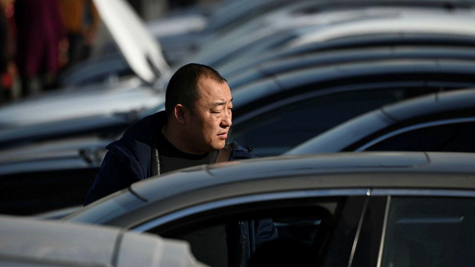 Salget av blant annet biler og smarttelefoner falt i Kina i 2018. Den økonomiske veksten var den svakeste på over et kvart århundre. En resultatsvikt hos nesten en tredjedel av børsselskapene kan være et signal om at situasjonen er verre enn offisielle statistikker viser.