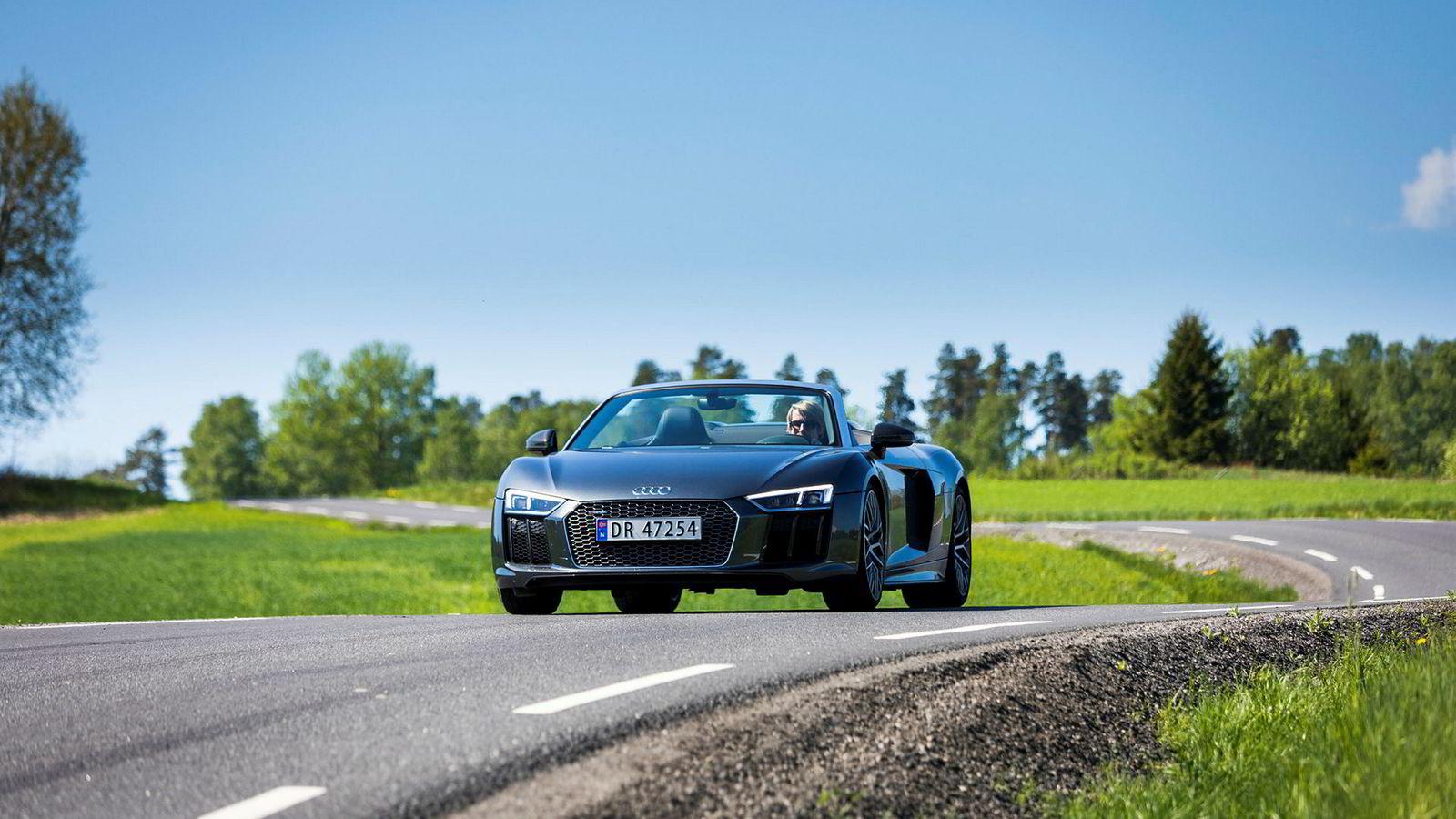 Superbil i supervær. Men været er ingen showstopper uansett i Audi R8 Spyder V10 Plus.
