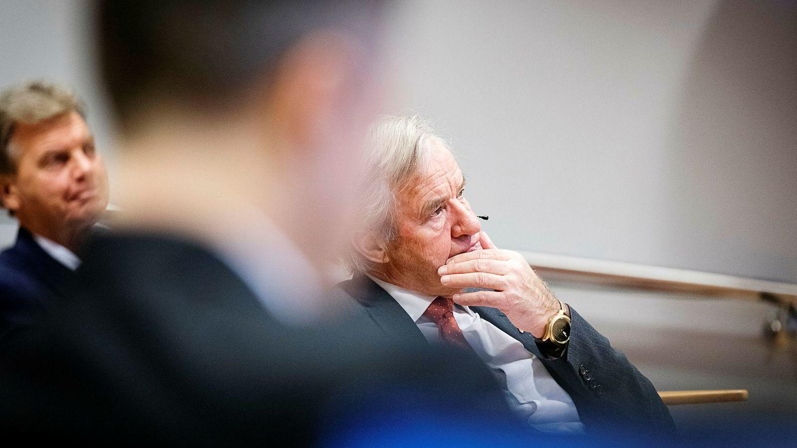 Norwegians konsernsjef Bjørn Kjos (til høyre) må selge videre retten til å delta i pengeinnhenting til selskapet med en stor rabatt for å være sikker på at pengene kommer inn. Han og forretningspartner Bjørn H. Kise (bak) kan gå glipp av rundt 86 millioner kroner.