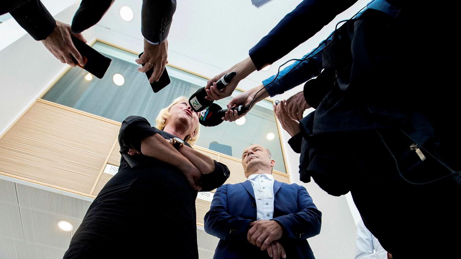 Kommunal- og moderniseringsminister Monica Mæland møtte fylkesrådsleder i Troms, Willy Ørnebakk (Ap). Etterpå fortalte hun at sammenslåingen av Troms og Finnmark settes på pause.