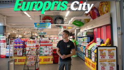 Butikksjef på Europris city på Gunerius Rune André Vålbekk kan fortelle at kundestrømmen har vært god så langt i sommer.