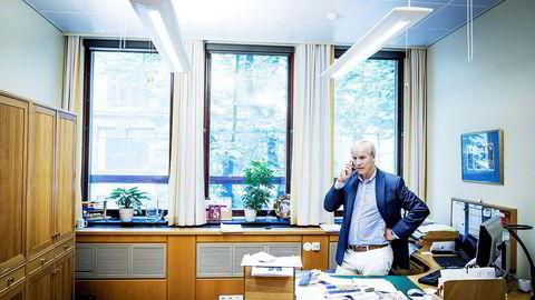 KrFs finanspolitiske talsmann Hans Olav Syversen gir beskjed til regjeringspartiene at penger må flyttes i revidert budsjett.