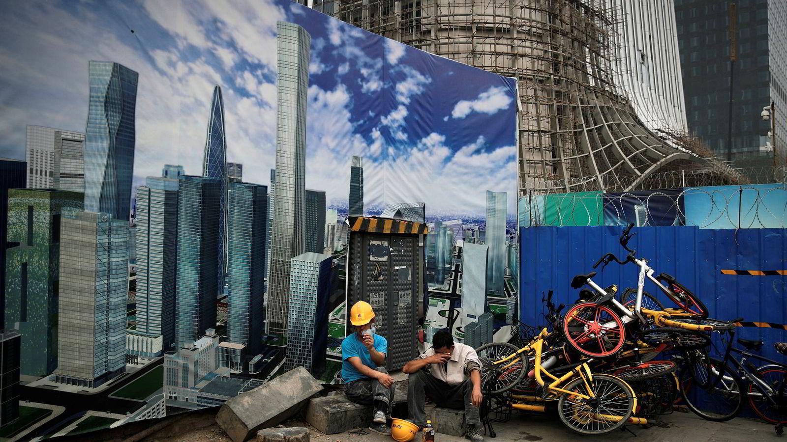 Den kinesiske sentralbanken lettet på reservekravene til kinesiske banker før sommeren. Det har ført til en ny utlånsfest, byggevirksomhet – og råtne lån. Målet er å opprettholde en økonomisk vekst på 6,5 prosent årlig frem til 2022.