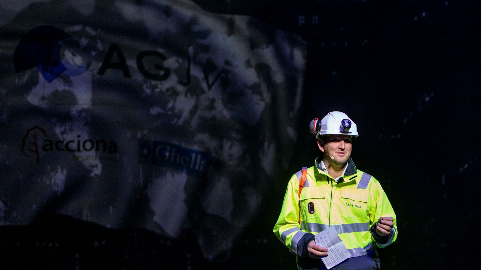 Samferdselsminister Jon Georg Dale skulle gjerne vært Bane Nor-bråket foruten. Her inspiserer han det som blir Nordens lengste jernbanetunnel, på Follobanen mellom Oslo og Ski.