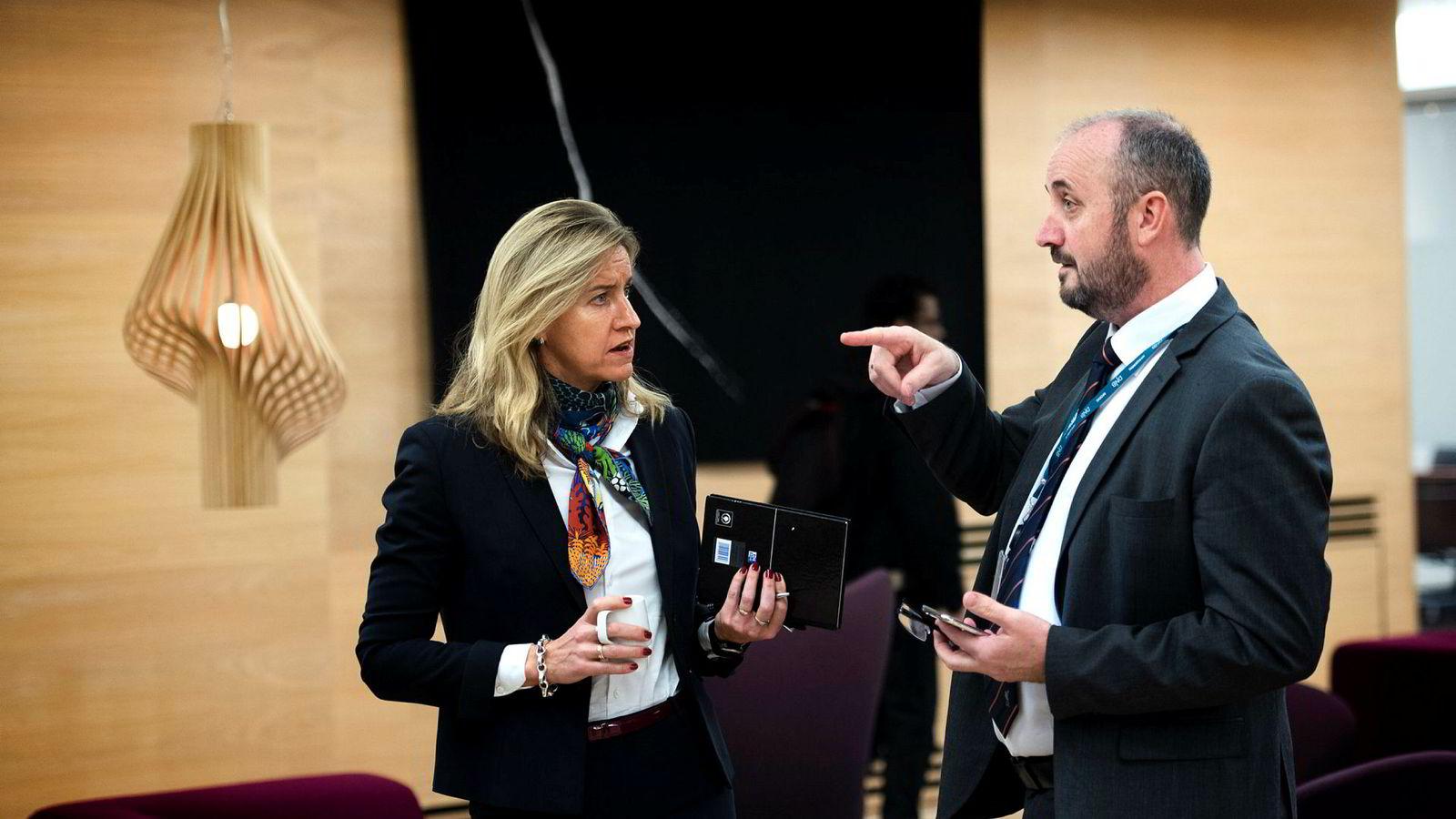 Konserndirektør Håkon Hansen (til høyre) i DNB sier banken vil doble forvaltningen for de rikeste bankkundene innen få år. Her med nyutnevnt leder for Private Banking, Reidun Tysseland.