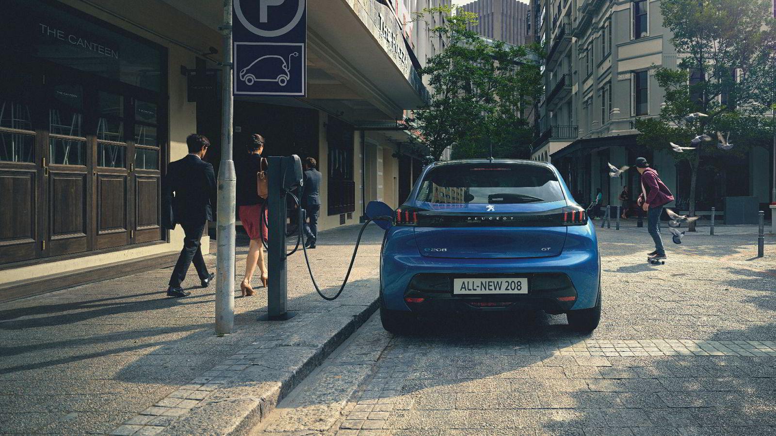 Peugeot e-208 får en pris fra 250.000 kroner.