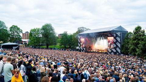 Masse folk hadde møtt opp i amfiet på Øyafestivalen onsdag for å få med seg det britiske bandet The Cure.