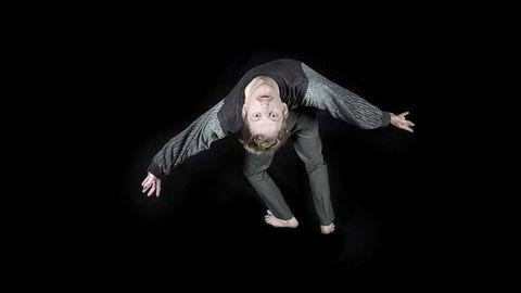 Fra en annen vinkel. Koreograf og danser Ludvig Daae vil at publikum skal komme ut av forestillingen hans og tenke på en litt annen måte enn de gjorde før de gikk inn. Hva de skal tenke på, legger han seg ikke opp i.