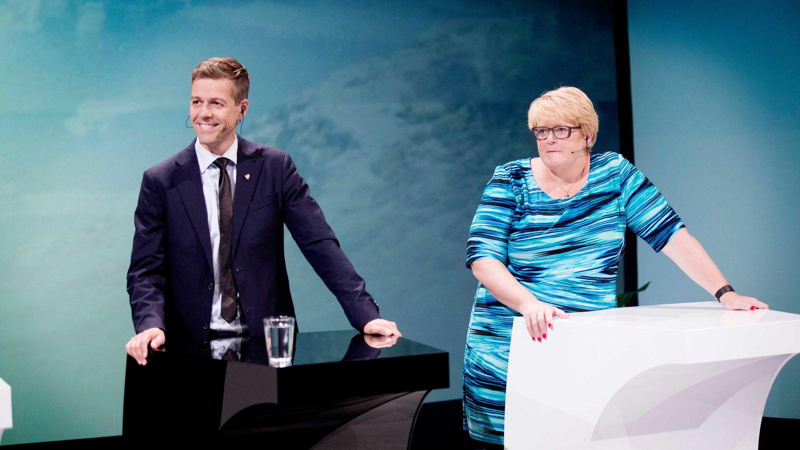 Under Arendalsuka gikk KrF-leder Knut Arild Hareide inn for at Norge skal ta imot flere kvoteflyktninger. Dermed er høstens politiske flyktningbasar åpnet. Her er Hareide sammen med Venstre-leder Trine Skei Grande. Foto: Terje Bendiksby/