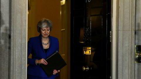 Statsminister Theresa May åpner nå døren for besøk her i statsministerboligen i 10 Downing Street i London.