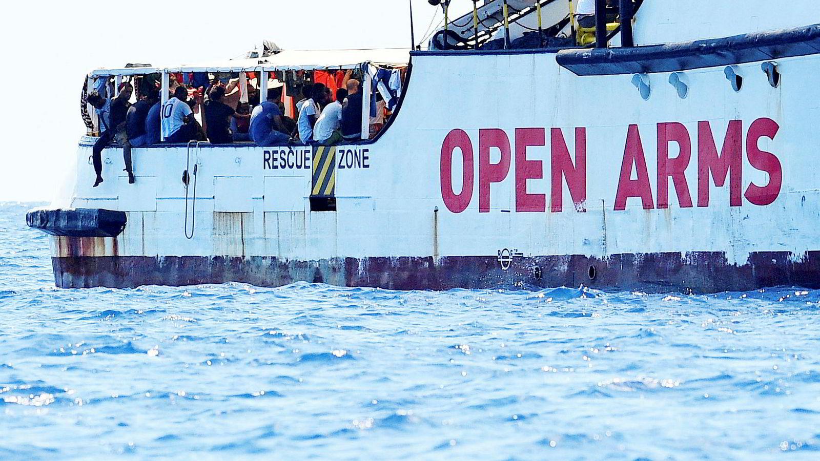 Over 100 migranter venter om bord på det spanske redningsskipet «Open Arms», utenfor kysten til den italienske øya Lampedusa.