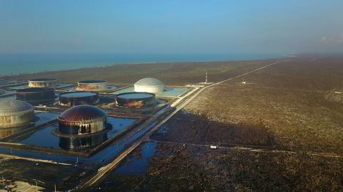 Equinor vil rense opp utslippene fra oljeterminalen South Riding Point etter orkanen Dorian.