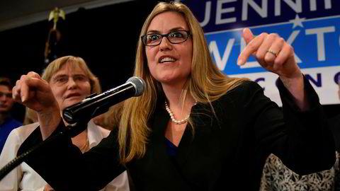 Demokraten Jennifer Wexton var den første som «stjal» et sete i Representantenes hus fra republikanerne i tirsdagens valg i USA. Alt tyder på at demokratene vinner et klart flertall i «huset».