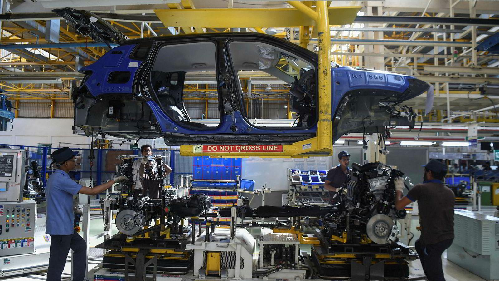 En million arbeidsplasser står i fare å forsvinne i den indiske bilindustrien. Personbilsalget har stupt i sommer. Her fra en bilfabrikk hos FCA India Automobiles i Ranjangaon utenfor Mumbai.