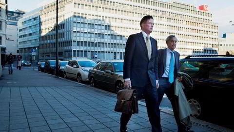 Økokrims sak mot Are Abrahamsen, (tidligere Leiv Are Kristiansen) starter tirsdag og skal gå til 7. desember. Abrahamsen advokat, Tor Eggesvik (til høyre) er også siktet i saken.