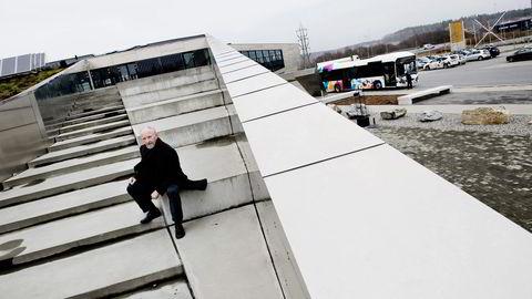 INSPIRERT AV KRAFT. Fylkesordfører Ole Haabeth innser at det blir mindre kraftpenger til investeringer fremover. Vitensenteret Insperia er finansiert med utbytte fra Østfold Energi. Foto: Thomas Haugersveen
