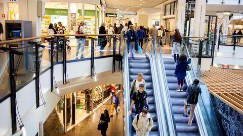 Veksten i norske konsumpriser er i ferd med å avta, viser nye tall. Bildet er fra kjøpesenteret Oslo City i Oslo.