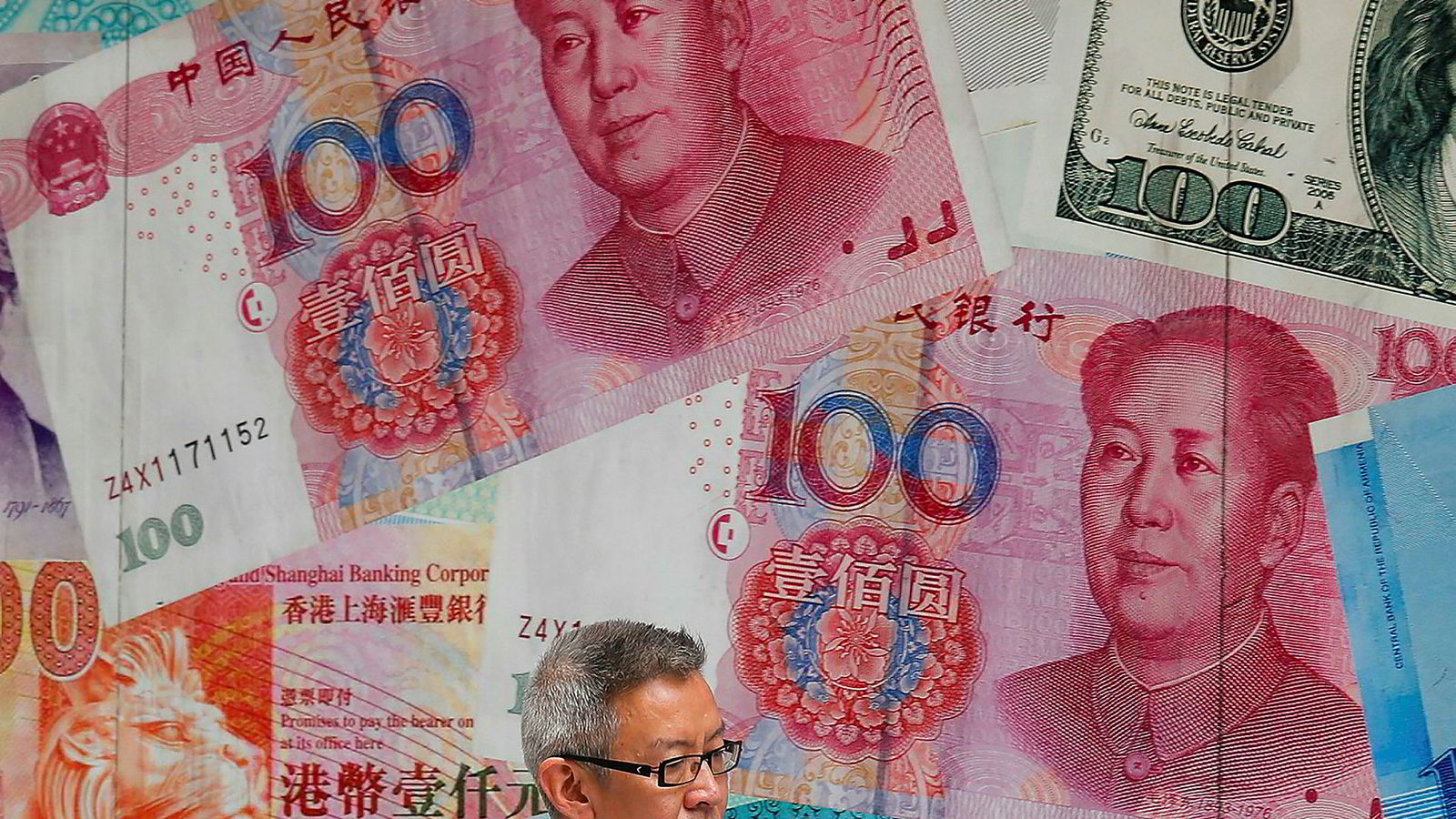 Den kinesiske valutaen yuan har svekket seg til det laveste nivået mot amerikanske dollar på 11 år.