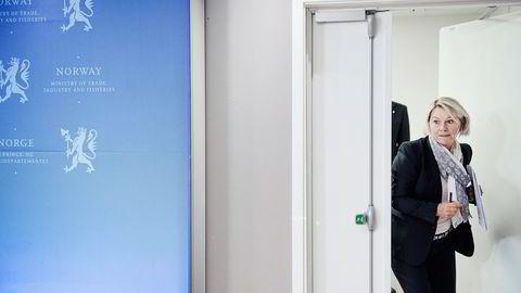 BØRSNOTERING. Næringsminister Monica Mæland (H) ankommer pressekonferanse i Næringsdepartementet forrige uke i samband med at Entra skal børsnoteres. Foto: Hampus Lundgren