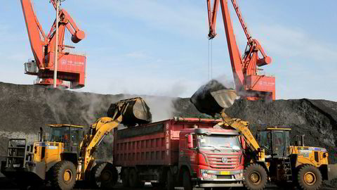 Kull, jernmalm og andre råvarer importeres via havnen i den kinesiske storbyen Dalian. Nå blokkeres import av australsk kull. Dette er sannsynligvis en reaksjon på Australias beslutning om å forby Huawei å delta i utbyggingen av femte generasjons mobilnett (5G).