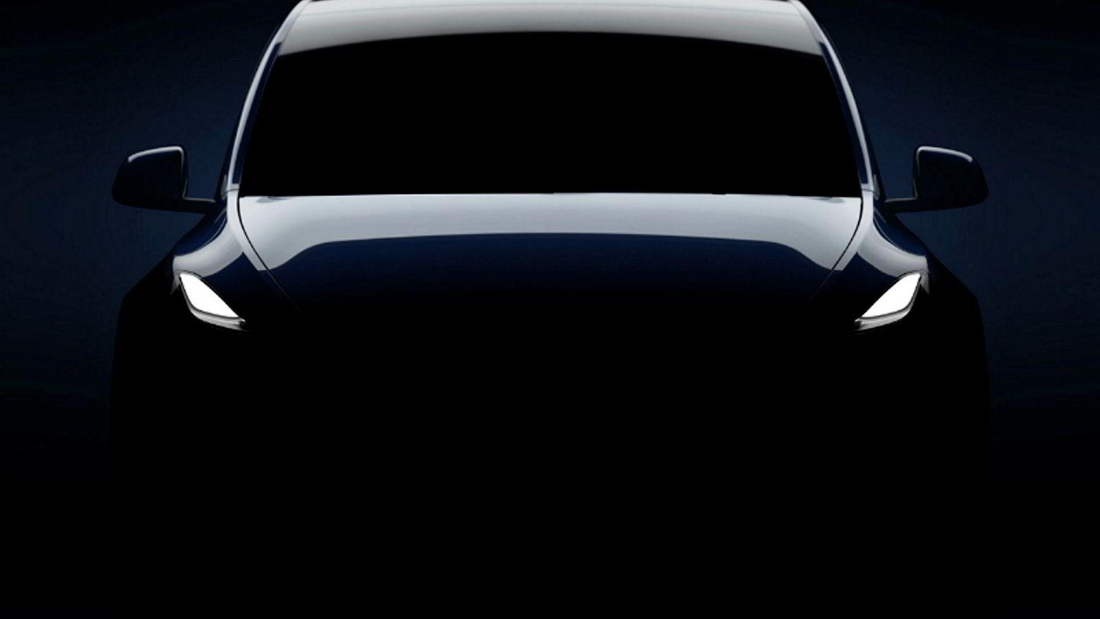 Dette er det seneste bildet av Tesla Model Y, som gir en smakebit på modellen som avdukes natt til fredag norsk tid.