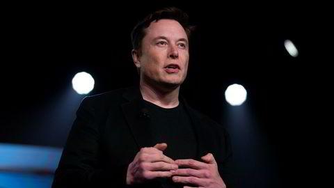 Tesla-grunnlegger Elon Musk er saksøkt for å ha kalt dykker for pedofil.