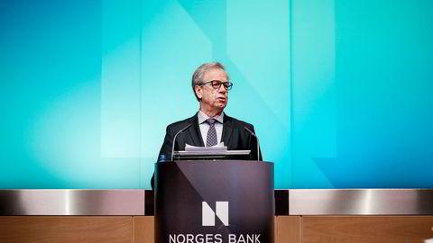 Sentralbanksjef Øystein Olsen holder pressekonferanse torsdag formiddag. Arkivbilde: Fartein Rudjord