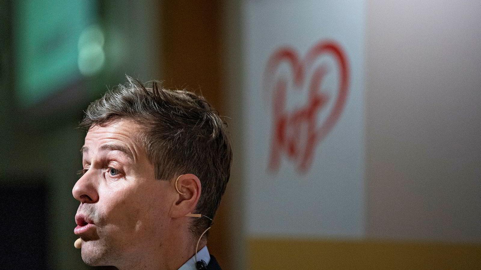 Det er utfordrende tider for KrF og leder Knut Arild Hareide, her fra et partimøte i Trondheim.