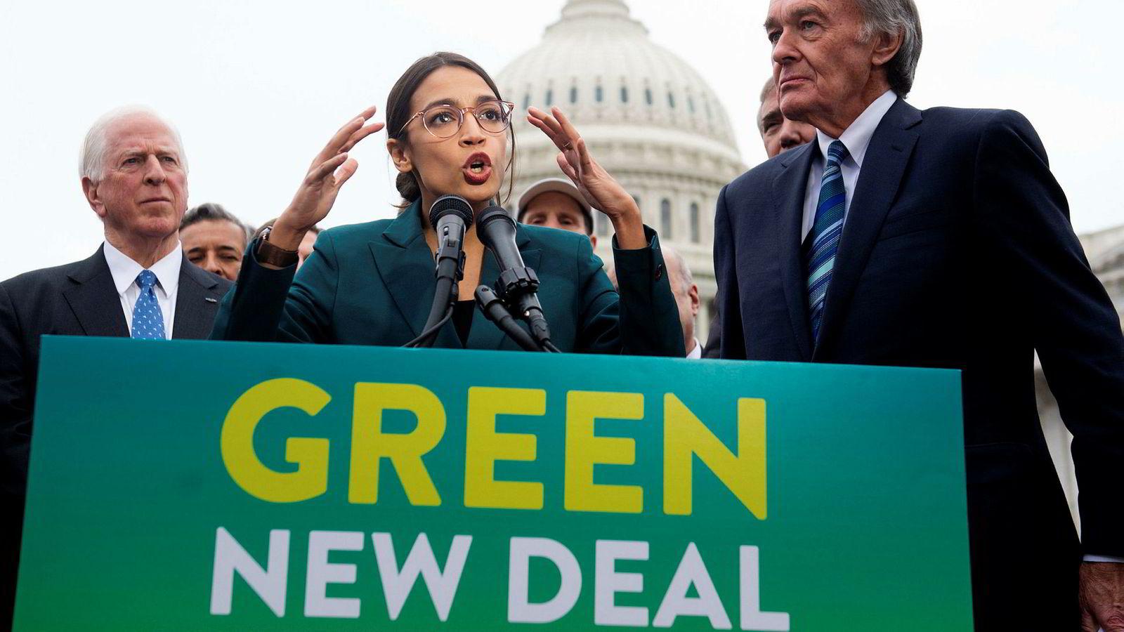 Den nye kongressrepresentanten Alexandria Ocasio-Cortez lanserte nylig sin nye grønne klimaplan – med mye attåt – sammen med senator Ed Markey (til høyre).