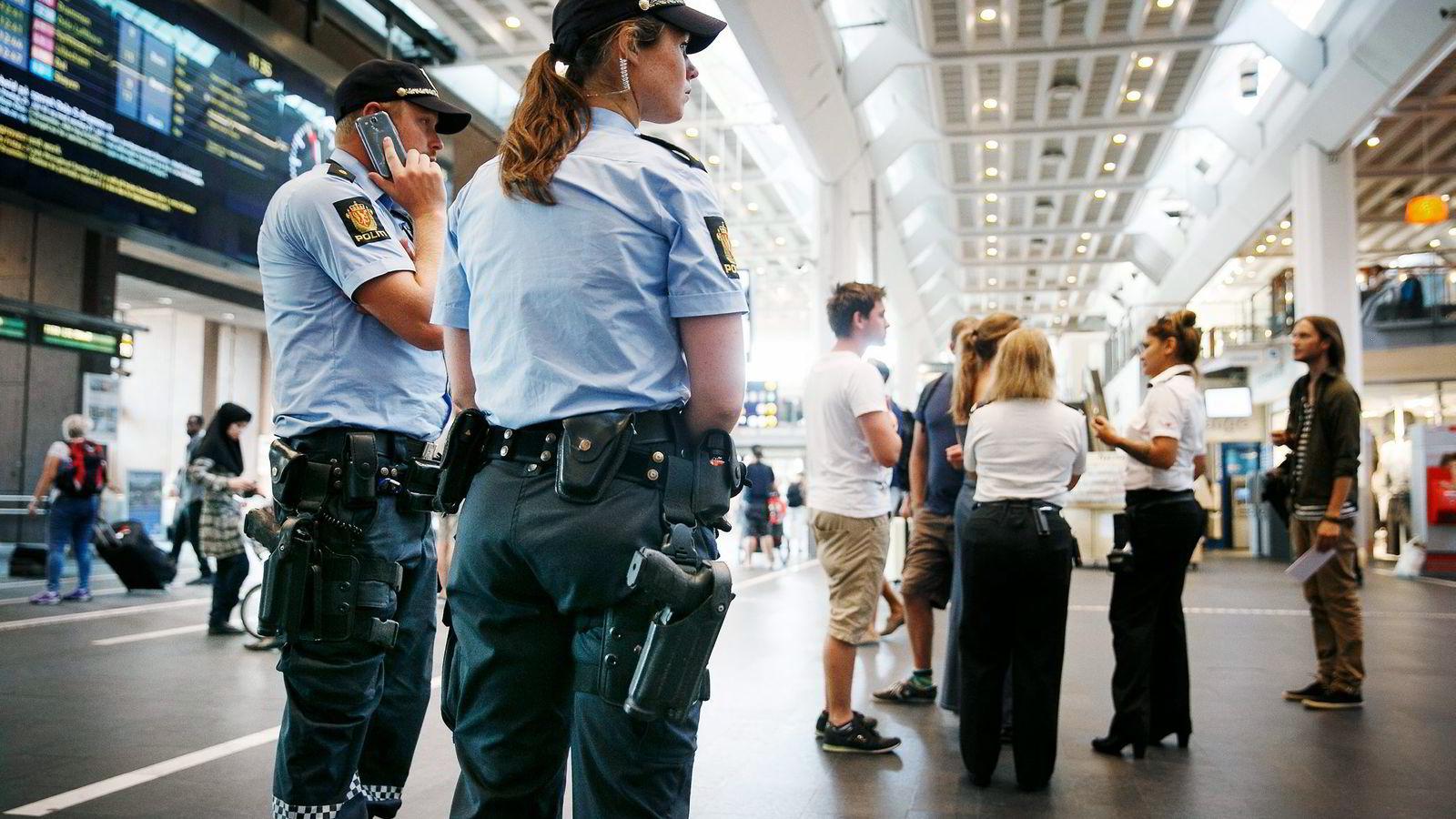 «Når man rekrutterer ledere i politistillinger, velger man ikke blant hele befolkningen. Blant dem som har politiutdannelse er færre enn en tredjedel kvinner (29 prosent)», skriver artikkelforfatteren. Foto: Heiko Junge/