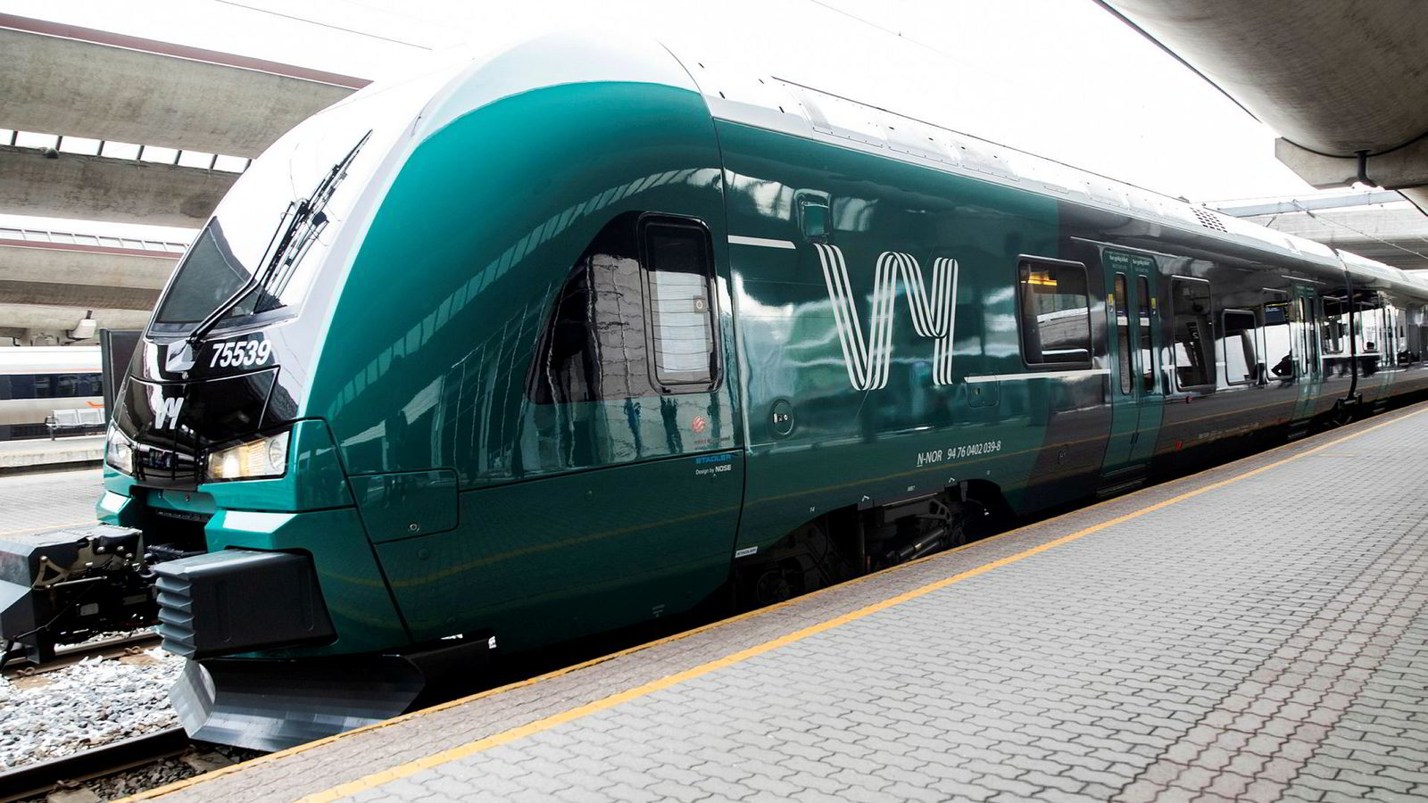 På flere togstrekninger måtte de reisende ta buss for tog mens arbeidet med oppgradering av jernbanen ble gjort om sommeren. Nå er det likevel mange innstilte tog etter at togene skulle gått som normalt igjen.