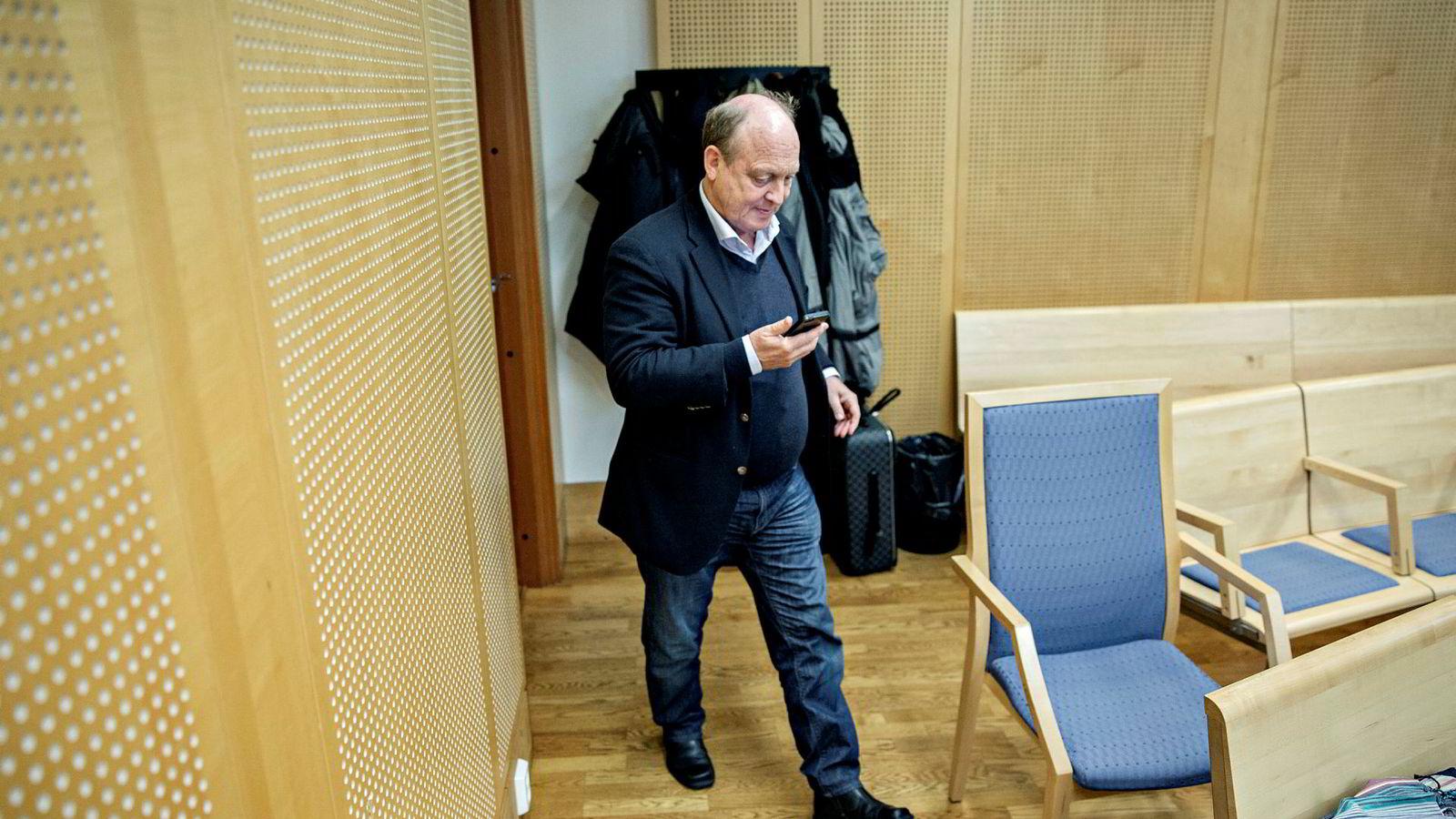 Advokat Harald Røer er slått personlig konkurs. Det åpner for at bostyret kan kreve omstøtelse av Røers salg av familiens herregård på Nesodden til sønnen.