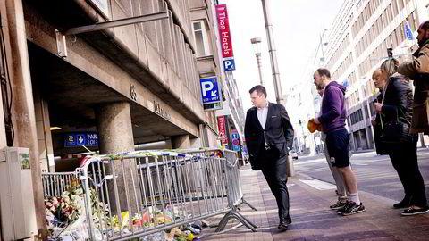 Nils Hauge (i dress) er sjef for Thons åtte hoteller i Brussel. Det er lukten av støv og eksplosiver han husker best fra terrordagen i Brussel tirsdag, da metrostasjonen like ved Thon Hotel EU var et av målene. Foto: Gunnar Lier