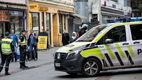 Politiansatte opplever at politireformens vektlegging av alvorlig kriminalitet går på bekostning av nærhet til publikum. Her fra en knivkontroll i Brugata i Oslo.