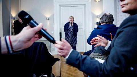 Statsminister Erna Solberg uttaler seg om stortingspresident Olemic Thommessens avgang under en pressekonferanse i statsministerboligen i Parkveien.