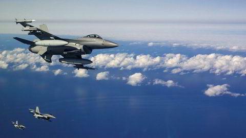 Norske og svenske kampfly trener ukentlig på Nordkalotten, skriver artikkelforfatterne.