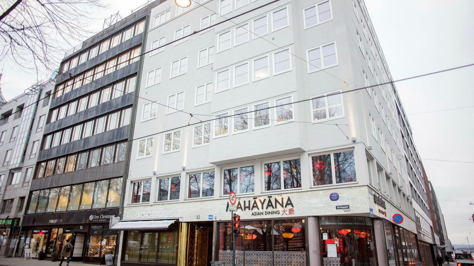 Familien Skovsgaard satt i mange år på en liten del av Oslos indrefilet i Stortingsgata 12, midt mellom Nationaltheatret og Stortinget, med utsikt rett mot Spikersuppa.