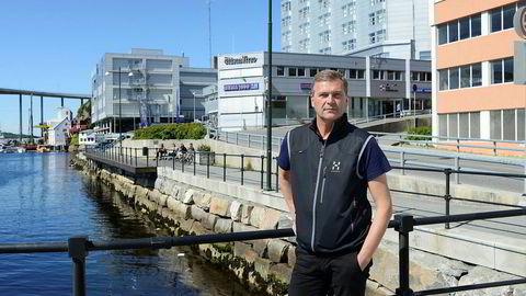 Einar Berg Hansen er tidligere Rema 1000-kjøpmann. – Selv om jeg tapte egenkapitalen, går jeg ut av det med hevet hodet, sier han. Her foran sin tidligere butikk i Kristiansund.