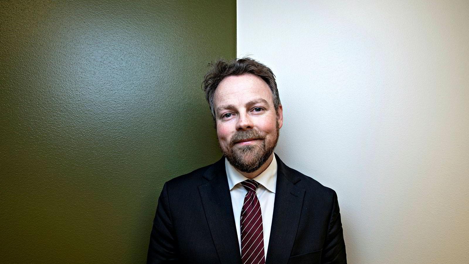 Næringsminister Torbjørn Røe Isaksen (H) forteller at partene blant annet forplikter seg til å bekjempe ulovlig hugst og ivareta urfolks rettigheter i den nye avtalen med Brasil.