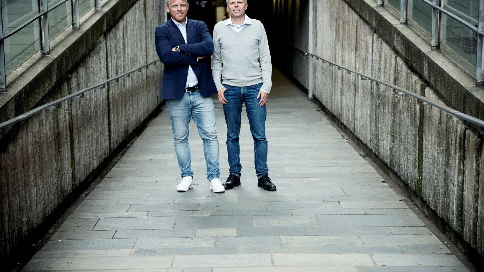 Bjørn Erik Sættem (til høyre) i Nordnet har gjort en grundig analyse hvor han har sammenlignet bolig- og aksjemarkedet de siste 150 årene. Nordnet-sjef Anders Skar står til venstre i bildet.